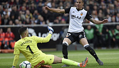 Valencia close in on top four