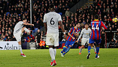 United win in five-goal Palace...