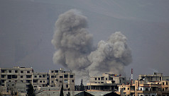 Syria army cuts off main rebel town...