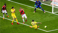Late Alves goal gives PSG win at...