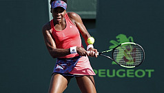 Venus ousts defending champ to reach...