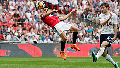 Sanchez inspires United win over Spurs...