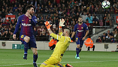 Messi hat-trick helps Barca equal record...