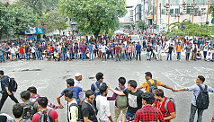 Quota protesters choke Dhaka...