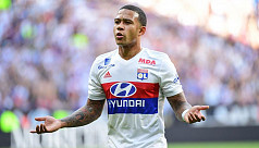 Depay stars again as Lyon leapfrog Marseille...
