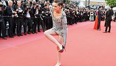 Kristen Stewart goes barefoot