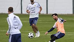 Messi star attraction as Banega trains...