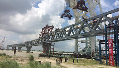 Installation of fifth span of Padma...