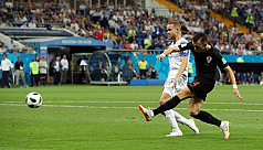 Brave Iceland sunk by late Perisic...