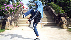 Girl in headscarves wows with freestyle...