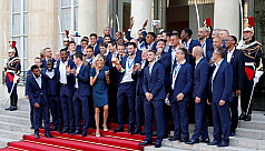 France gives World Cup winners a heroes'...