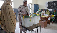 Pakistan votes after bitter campaign...
