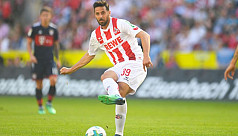 Pizarro joins Bremen for fourth...