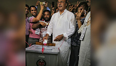 AL candidate casts his vote in Rajshahi city polls