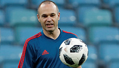Iniesta left out of Spanish starting...