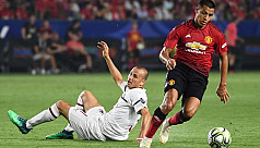 Manchester United beat AC Milan in penalty...
