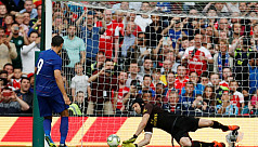Cech saves to help Arsenal defeat Chelsea...