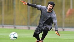 Emery keeps faith with Cech for Chelsea...