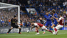 Chelsea edge Arsenal in thriller