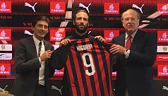 Milan's number nine shirt holds no fear...