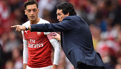 Emery denies Ozil rift after first Arsenal...