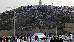 Repentant Muslims gather on Mount Arafat...