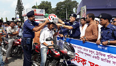 Traffic Week: Rangpur DIG distributes...