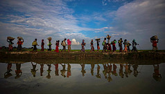 Rohingya flee refugee camps, as Myanmar...