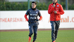 Sanchez wants United to target experienced...