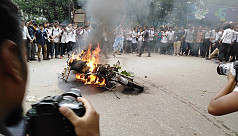 Protesting students torch traffic police...