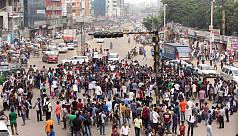 Students block Dhaka-Mymenshingh...