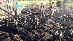 Fire guts 14 Rohingya shanties in...