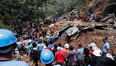 Frantic dig for Philippines victims...
