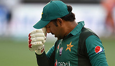 Pakistan's sloppy catching an opportunity...