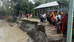Locals panic as riverbank collapses...