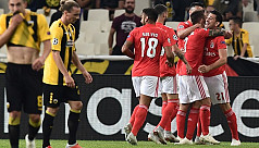 Ten-man Benfica squander two-goal lead...