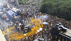 Indian police fire tear gas, water cannon...
