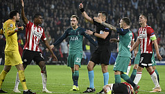 Lloris sent off as Tottenham held to...
