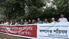 Editors' Council forms human chain to...