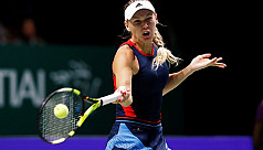 Wozniacki stays alive in Singapore,...