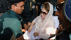 Fakhrul talks to Khaleda in court
