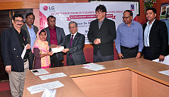 3 DU students receive LG's Disabled...