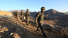 North, South Korean soldiers enter each...