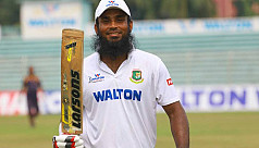 Junaid blasts 16th first-class ton