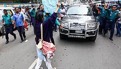 Agitating Viqarunnisa students place six demands before school authorities