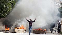 Tunisians clash with police after journalist...