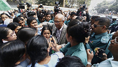Nahid draws ire from students over Viqarunnisa suicide incident