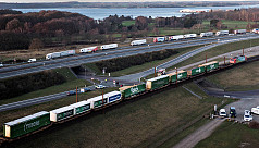Six dead in rail accident on wind-battered...