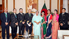 PM meets with crew of hijacked...