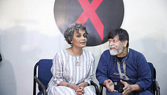 Arundhati Roy attends Chobi Mela event after daylong confusion